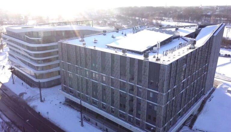 Atklāj jauno LU Akadēmiskā centra Dabas zinātņu māju