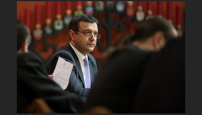 Budžeta komisija tomēr vēl nepabeidz darbu pie 'nulles deklarācijas' likumprojekta