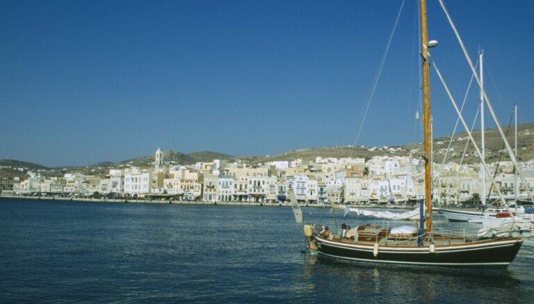 Смотреть за котами и любоваться Эгейским морем: работа мечты на греческом острове