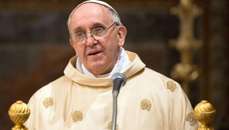 Pāvests atzīst, ka 'nopietni kļūdījies' Čīles pedofilijas skandālā