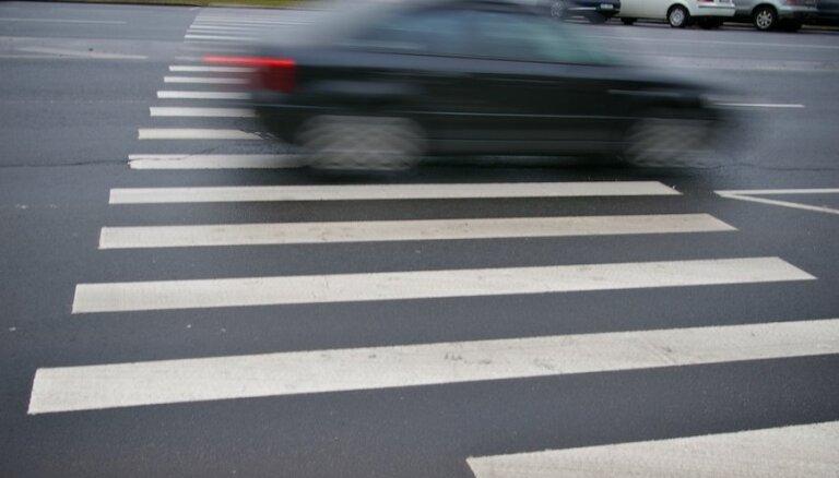 Водитель сбил двух женщин на пешеходном переходе