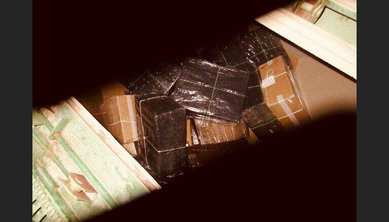 Доля контрабандных сигарет в Латвии сокращается, но все равно остается большой