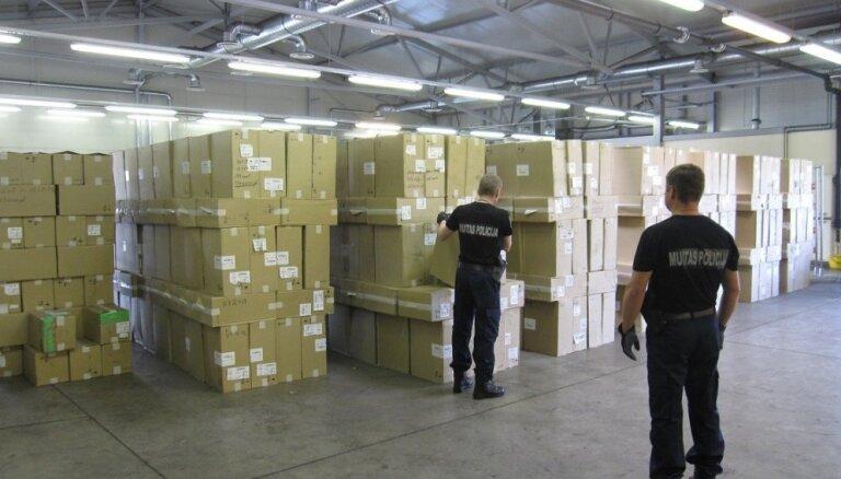 VID pārtver kontrabandas cigarešu rekordkravu; aiztur muitniekus un robežsargu