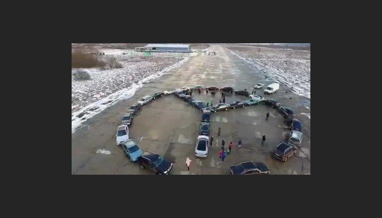 'Mercedes' autovadītāju zibakcija Rumbulā
