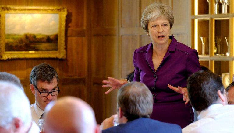 """Великобритания согласилась на """"мягкий брексит"""""""