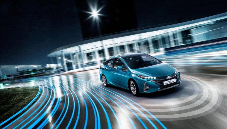 'Toyota' un 'Panasonic' veidos kopuzņēmumu elektromobiļu akumulatoru izstrādei