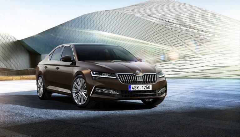 'Škoda' modernizējusi 'Superb' modeli un ražošanā ievieš pirmo 'iV' elektromobili