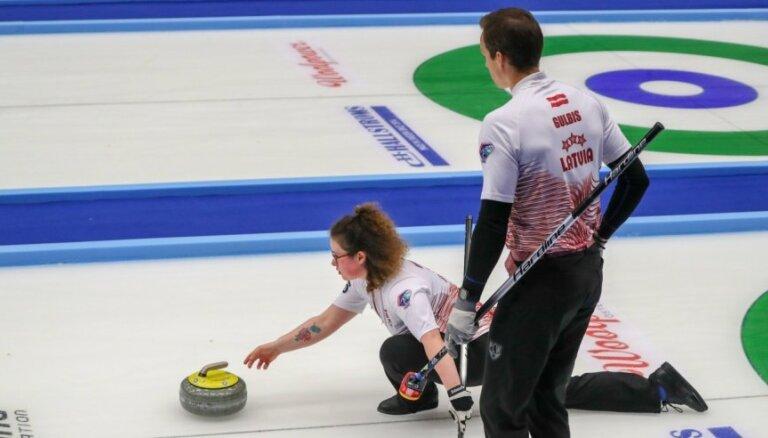 Latvijas jaukto pāru kērlinga izlases uzvaru sēriju pasaules čempionātā pārtrauc Austrālija
