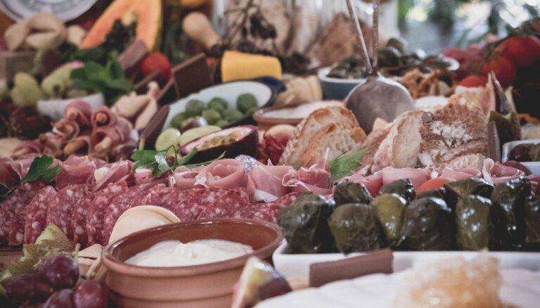 Iesaka šefpavāri: gardas mērcītes, kas smeķēs ar dārzeņiem, gaļu un sieru