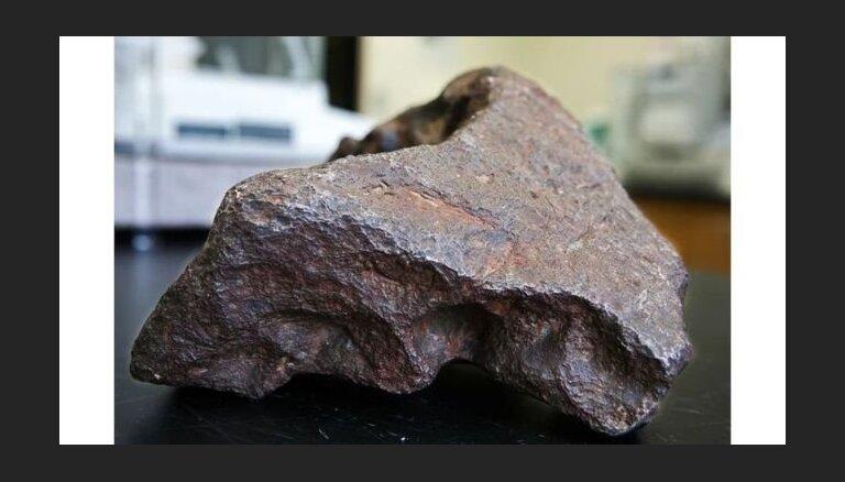 Метеорит под ногами: американец подпирал дверь камнем ценой $100 тысяч