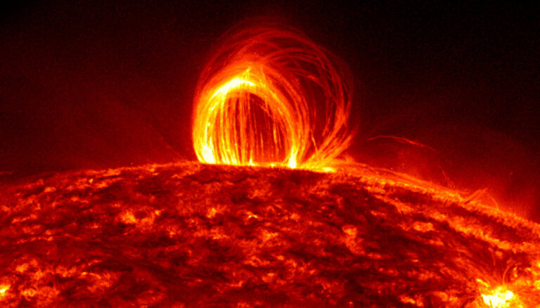 Mēnešiem ilgi bez interneta? Kā Saules 'supervētras' var apdraudēt moderno dzīvesveidu