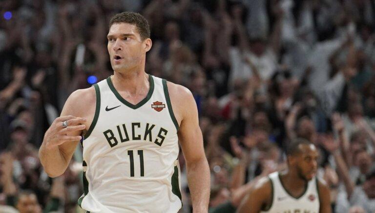 'Bucks' ceturtajā ceturtdaļā izrauj uzvaru pirmajā Austrumu konferences fināla spēlē