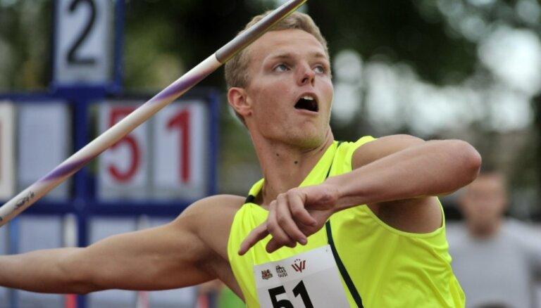 Šķēpmetējs Zigismunds Sirmais izpilda olimpisko normatīvu