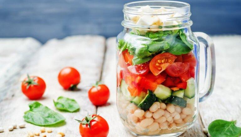 Gavēņa receptes: 15 sātīgi pupiņu salāti ātrām vakariņām bez gaļas