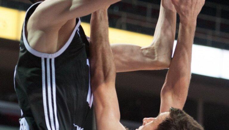 Kuruca pārstāvētā 'Nets' negaidīti uzveic NBA līderi 'Raptors'