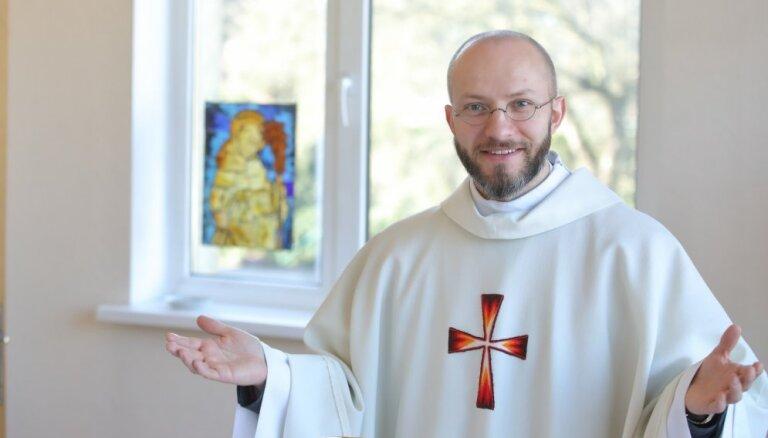 Projekts 'Klosteris': Jānis veltīt dzīvi Dievam izvēlējās jau 19 gadu vecumā