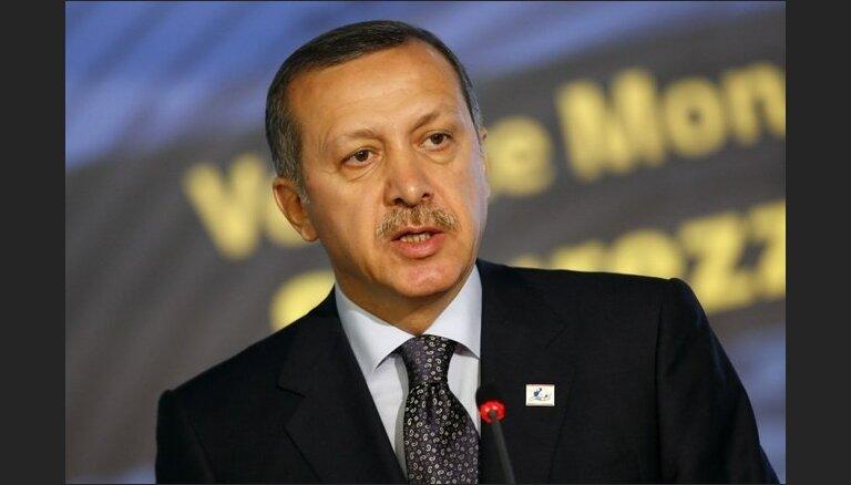 Турция начала танковые учения у сирийской границы