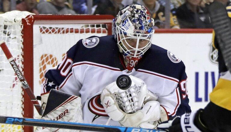 Merzļikins izcīna savu pirmo 'sauso' uzvaru NHL karjerā