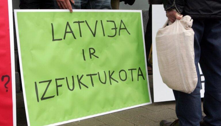 Газета назвала имена избранных, которые вывели деньги из закрытого Latvijas Krājbanka
