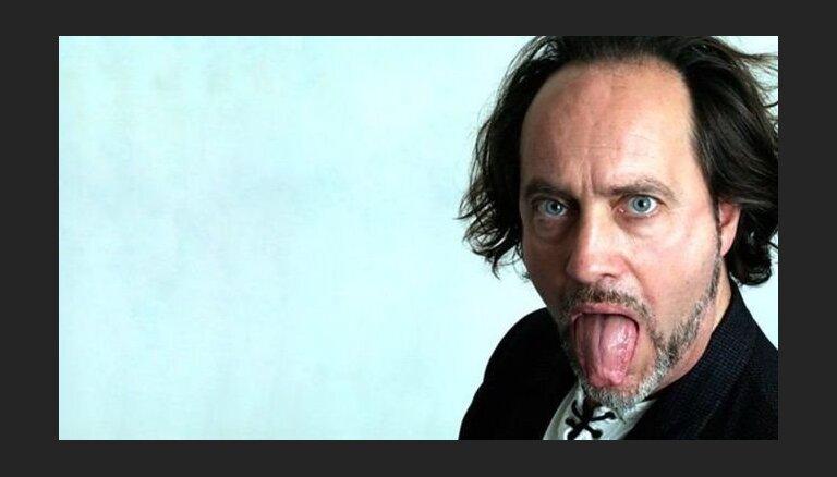 Британский стендап-комик пошутил про инсульт и умер на сцене