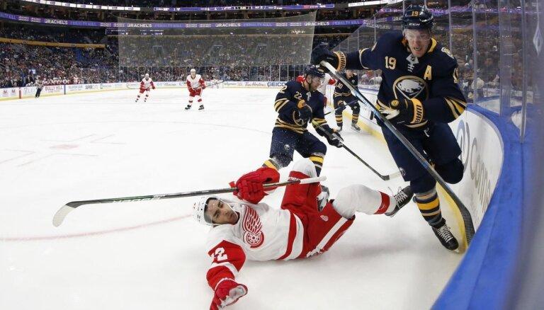 Girgensona 'Sabres' pieveic NHL pastarīti; Bļugeram un 'Penguins' zaudējums papildlaikā