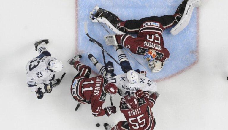 Video: Gudļevskim viens no skaistākajiem KHL nedēļas atvairītajiem metieniem