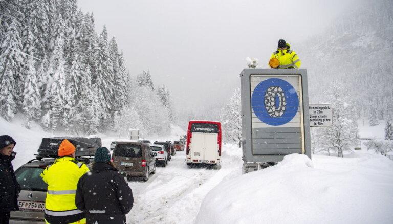 На центральную Европу обрушилась снежная стихия
