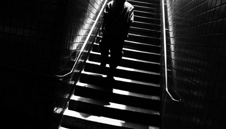 Чаепитие с ограблением в Зиепниеккалнсе: налетчик напал на знакомую пенсионерку