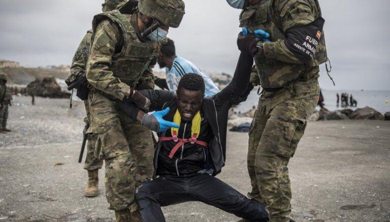 В Испании задействовали армию для сдерживания мигрантов