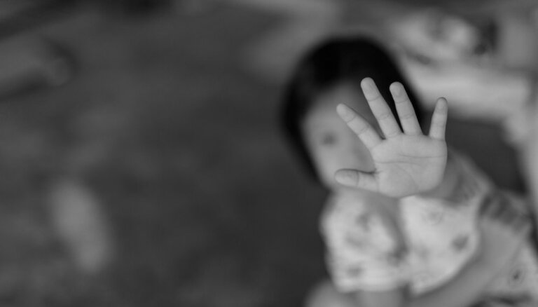 Izveidota mobilā programma, lai mazinātu pret bērniem un jauniešiem vērstu vardarbību
