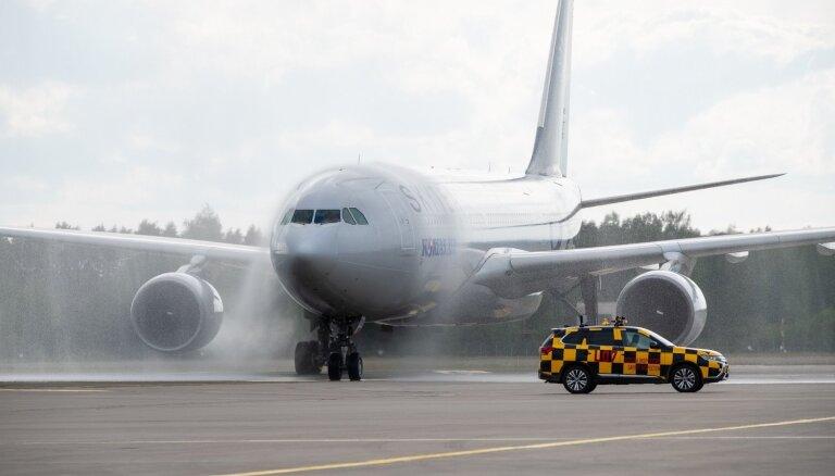 Foto: Lidosta Rīga sagaida pirmo čarterlidojumu no Korejas