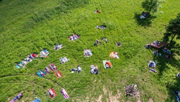 Foto: Gongu skaņu pēcpusdiena Numernes valnī