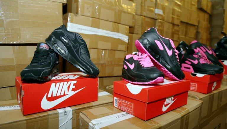 VID novērš 24 528 viltotu 'Nike' apavu pāru nonākšanu tirgū