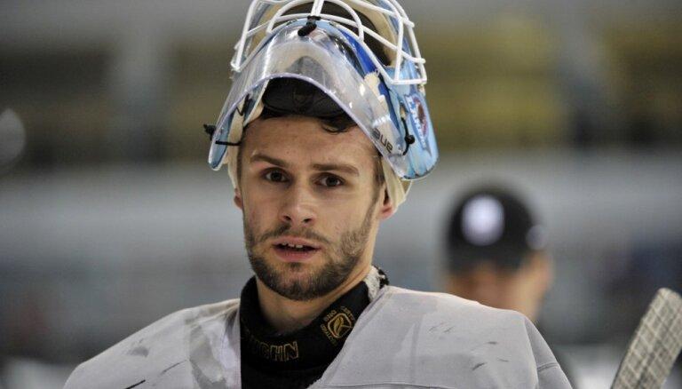 Latvijas hokeja izlases treniņiem pievienojies vārtsargs Punnenovs