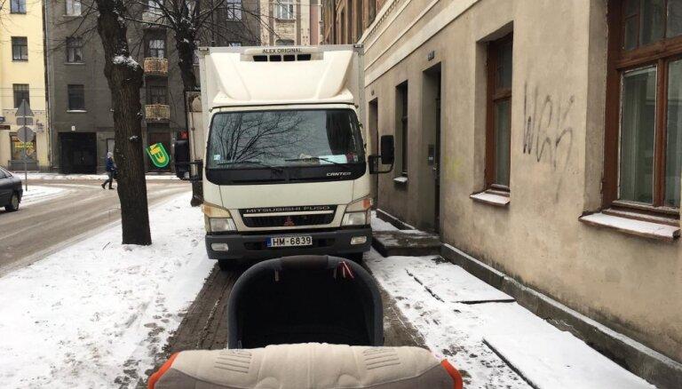 Новая Maxima на Таллинас: грузовики с товаром паркуются прямо на тротуаре