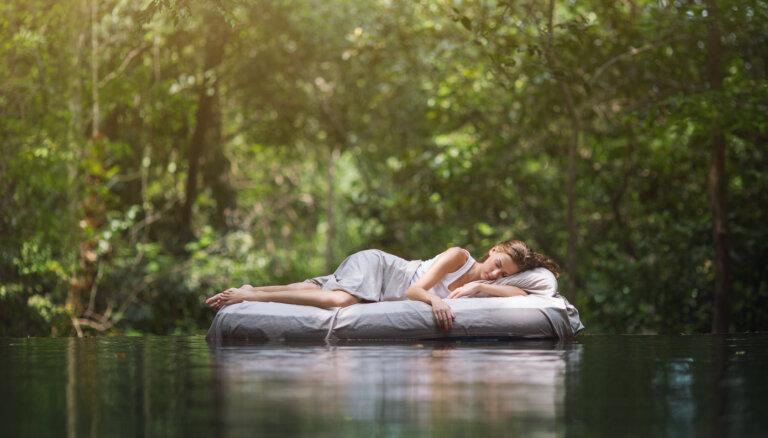 No jurtas ezera krastā līdz izsmalcinātam miega SPA: septiņas neparastas naktsmītnes Lietuvā