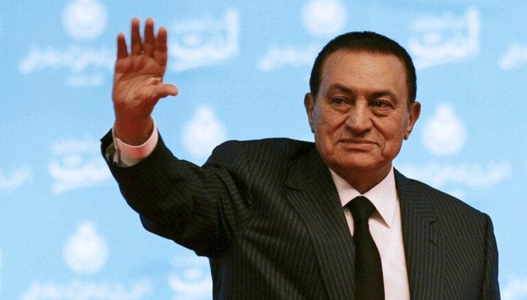 No apcietinājuma atbrīvots bijušais Ēģiptes prezidents Mubaraks