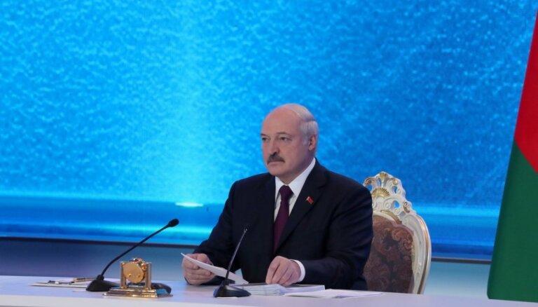Baltkrievijas ārpolitika jālīdzsvaro starp Austrumiem un Rietumiem, paziņo Lukašenko
