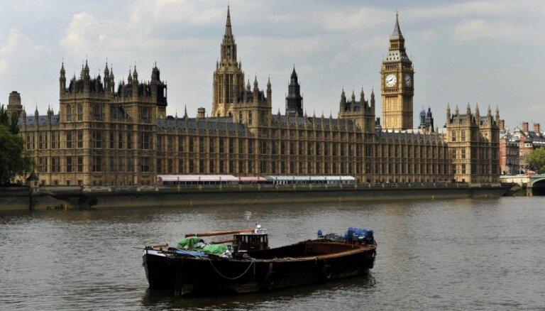 Lielbritānijas parlaments noraida referendumu par izstāšanos no ES
