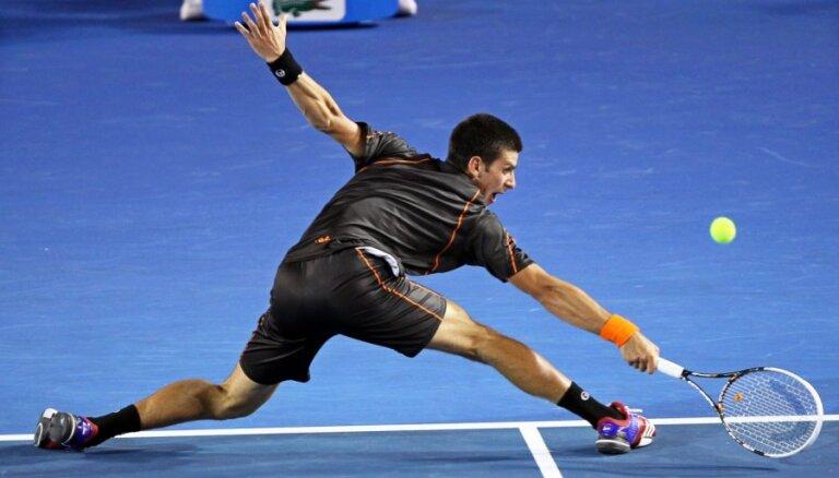 Džokovičs ar Federeru tiksies 'Australian Open' pusfinālā