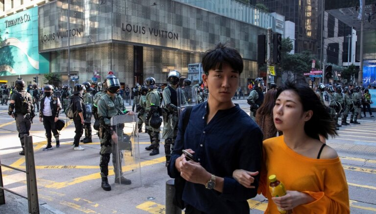 Protestu dēļ Honkonga piedzīvo pirmo recesiju desmitgades laikā