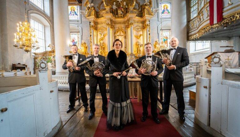 Noskaties! LSO mūziķi Lieldienās spēlē Leonarda Koena 'Hallelujah'