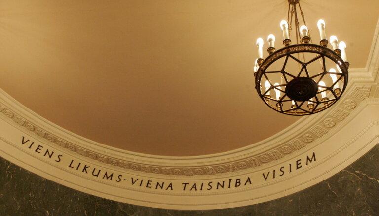 """Зариньш опять хочет снять надпись """"Единый закон — единая справедливость для всех"""" со стены Кабмина"""