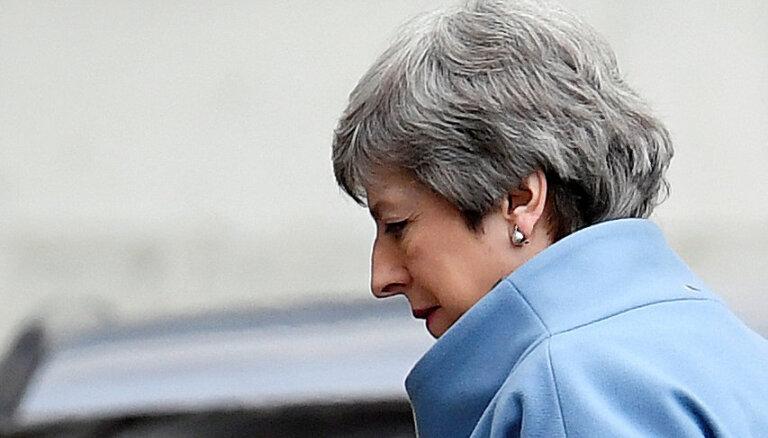 Parlamentā šobrīd nav pietiekoša atbalsta trešajam balsojumam par 'Brexit' vienošanos, domā Meja