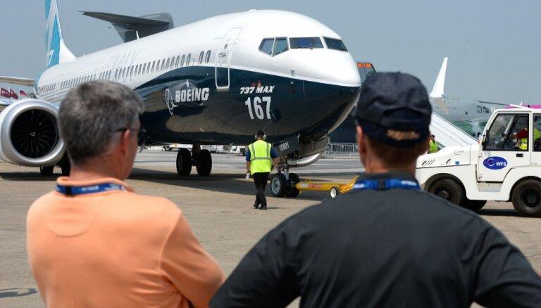 Video: 'Boeing' Parīzē izrāda jaunāko 737 sērijas lidmašīnu