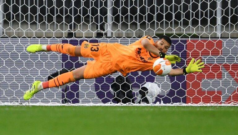 'Villarreal' neticamā 'pendeļu' sērijā izcīna savu pirmo lielo trofeju