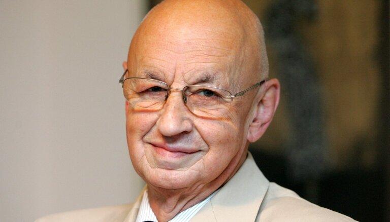 Mūžībā devies diplomāts un atjaunotās ziņu aģentūras LETA vadītājs Aivars Baumanis