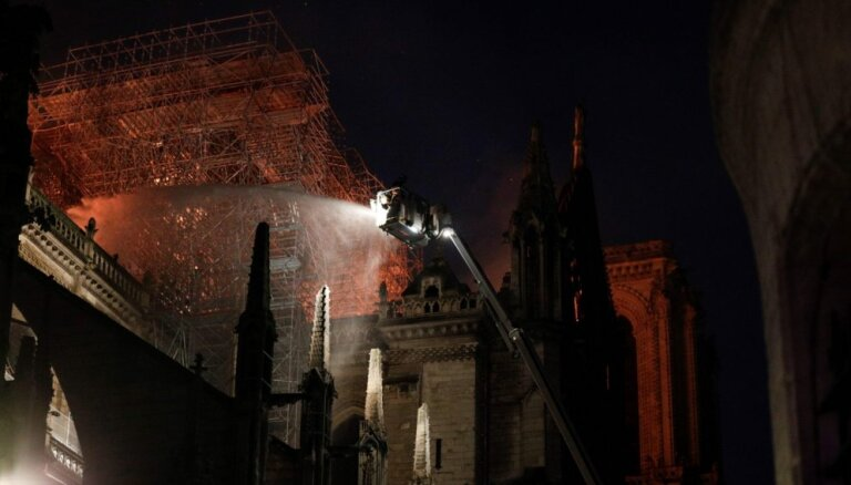 Makrons: Parīzes Dievmātes katedrāle tiks atjaunota nākamo piecu gadu laikā