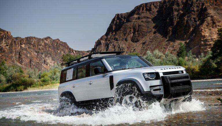 'Land Rover' prezentējis leģendārā 'Defender' jauno paaudzi