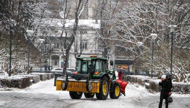 Снег с рижских улиц будет вывезен в течение двух-трех дней